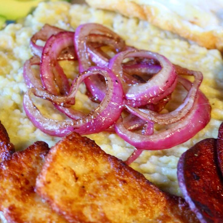 Mangu con los tres golpes salami plantain queso de freir